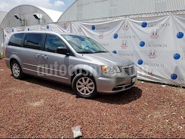 Foto venta Auto Seminuevo Chrysler Town and Country Li 3.6L (2014) color Plata Martillado precio $205,000
