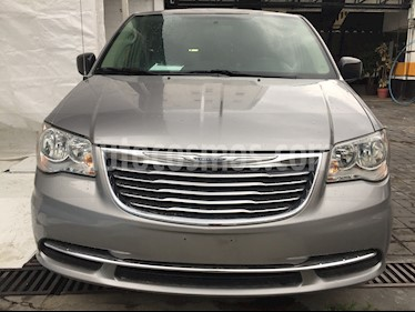 Foto venta Auto usado Chrysler Town and Country Li 3.6L (2016) color Gris precio $255,250