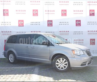 Foto venta Auto Seminuevo Chrysler Town and Country Li 3.6L (2014) color Plata Sideral precio $217,600