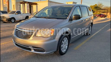 Foto venta Auto usado Chrysler Town and Country Li 3.6L (2016) color Gris precio $218,900