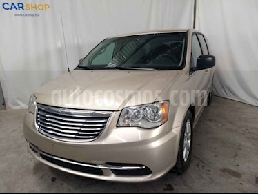 Chrysler Town and Country Li 3.6L usado (2016) color Dorado precio $193,900