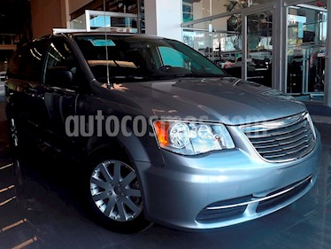Foto venta Auto Seminuevo Chrysler Town and Country Li 3.6L (2016) color Plata Martillado precio $289,000