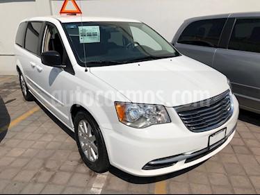Foto venta Auto Seminuevo Chrysler Town and Country Li 3.6L (2016) color Blanco precio $289,900