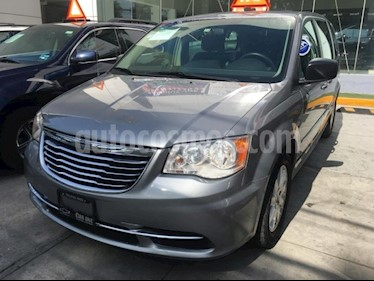 Foto venta Auto usado Chrysler Town and Country LI AUT (2016) color Arena precio $270,000