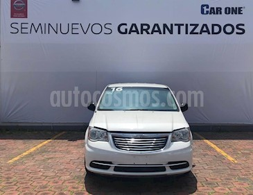 Foto venta Auto usado Chrysler Town and Country Limited 3.6L (2016) color Blanco precio $259,900