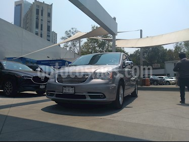 Foto venta Auto usado Chrysler Town and Country Limited 3.6L (2014) color Plata precio $300,000