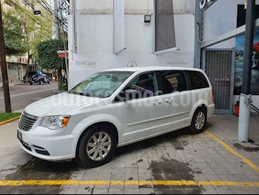 Foto venta Auto usado Chrysler Town and Country Limited 3.6L (2016) color Blanco precio $305,000