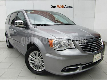 Foto venta Auto usado Chrysler Town and Country Limited 3.6L (2016) color Plata Martillado precio $379,000