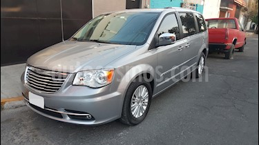 Chrysler Town and Country Limited 3.6L usado (2013) color Plata precio $260,000
