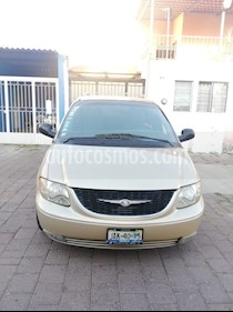 Foto Chrysler Town and Country Limited 3.6L usado (2001) color Dorado precio $48,000