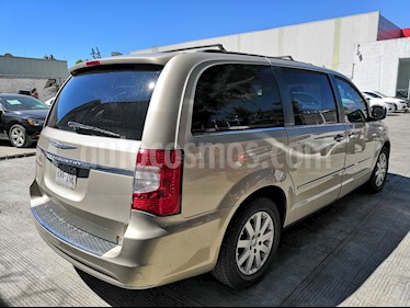 Foto venta Auto usado Chrysler Town and Country Limited 3.8L Aut (2014) color Oro precio $245,000