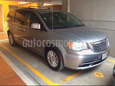 Foto venta Auto usado Chrysler Town and Country Limited 3.8L Aut (2014) color Plata precio $265,000