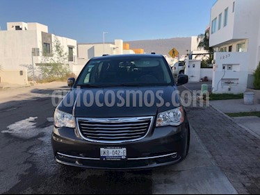 Chrysler Town and Country Limited 3.8L Aut usado (2014) color Gris precio $270,000