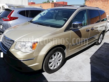 Foto venta Auto Seminuevo Chrysler Town and Country Limited 4.0L (2010) color Dorado precio $168,000