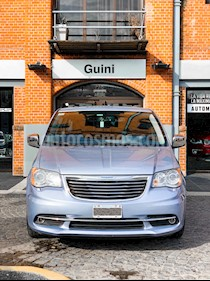 Foto venta Auto usado Chrysler Town and Country Limited (2013) color Celeste precio $1.320.000