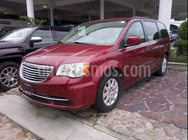 Foto venta Auto usado Chrysler Town and Country LX 3.6L (2014) color Rojo Cerezo precio $239,000
