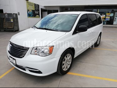 foto Chrysler Town and Country LX 3.6L usado (2014) color Blanco precio $200,000