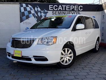 Foto venta Auto Seminuevo Chrysler Town and Country LX 3.6L (2016) color Blanco precio $339,000