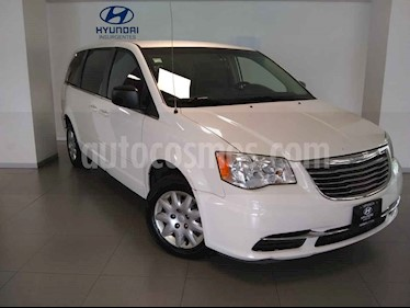 Foto venta Auto usado Chrysler Town and Country LX 3.6L (2013) color Blanco precio $190,000