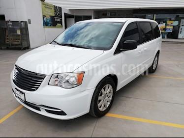 Foto venta Auto usado Chrysler Town and Country LX 3.6L (2014) color Blanco precio $200,000