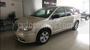 Foto venta Auto usado Chrysler Town and Country LX 3.6L (2013) color Cashmere precio $198,000