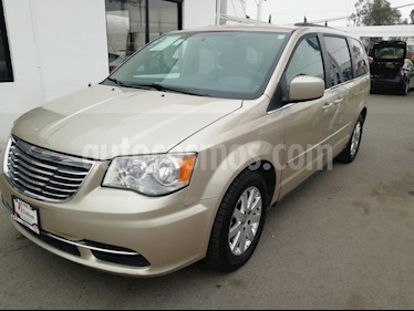 Foto venta Auto Seminuevo Chrysler Town and Country LX 3.6L (2014) color Dorado precio $199,000