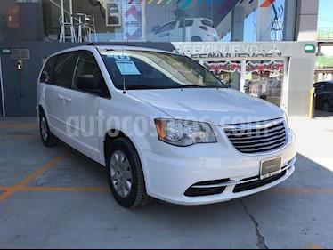 Foto venta Auto Seminuevo Chrysler Town and Country LX 3.6L (2012) color Blanco precio $190,000