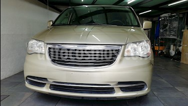 Chrysler Town and Country LX 3.8L  usado (2011) color Beige precio $147,000