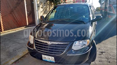 Foto venta Auto usado Chrysler Town and Country LX 3.8L  (2005) color Negro precio $69,999
