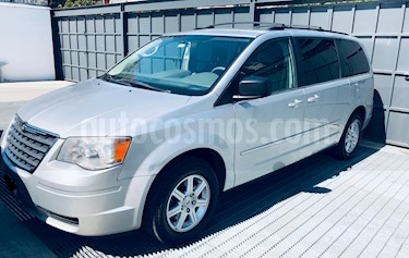 Chrysler Town and Country LX 4.0L usado (2010) color Plata precio $156,000