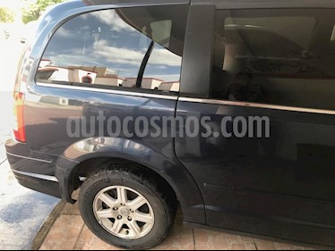 Chrysler Town and Country LX 4.0L usado (2009) color Azul Profundo precio $140,000