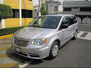 Foto venta Auto usado Chrysler Town and Country LX 4.0L (2012) color Plata precio $149,900