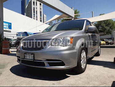 Chrysler Town and Country Touring 3.6L usado (2015) color Plata Martillado precio $225,000