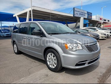 Chrysler Town and Country Li 3.6L usado (2016) color Plata precio $190,000