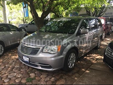 Chrysler Town and Country Touring 3.6L usado (2016) color Plata precio $300,000