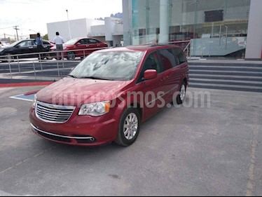 Chrysler Town and Country Touring Piel 3.6L usado (2015) color Vino Tinto precio $260,000
