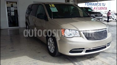 Chrysler Town and Country Li 3.6L usado (2016) color Blanco precio $230,000