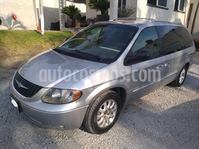 Chrysler Town and Country Limited 3.8L  usado (2001) color Gris precio $30,000