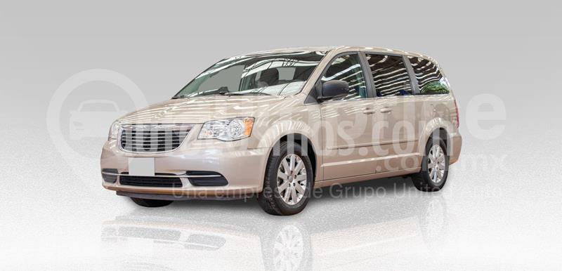 Chrysler Town and Country Touring Piel 3.6L usado (2016) color Dorado precio $260,000