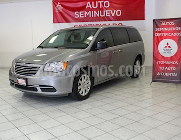 Foto Chrysler Town and Country Li 3.6L usado (2015) color Plata Martillado precio $259,000