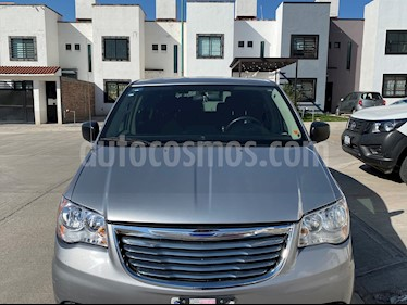 Chrysler Town and Country Li 3.6L usado (2014) color Plata precio $180,000