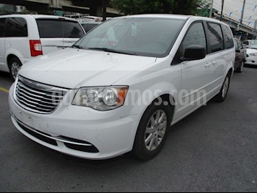 Chrysler Town and Country Li 3.6L usado (2016) color Blanco precio $210,000