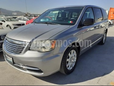 Chrysler Town and Country 5P LX V6/3.6 AUT usado (2013) color Plata precio $185,000