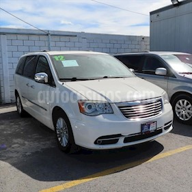 Chrysler Town and Country Limited 3.6L usado (2012) color Blanco precio $178,000