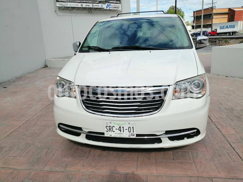 foto Chrysler Town and Country Limited 3.6L usado (2012) color Blanco precio $199,900