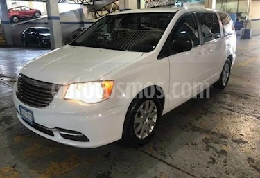 Chrysler Town and Country Li 3.6L usado (2016) color Blanco precio $195,500