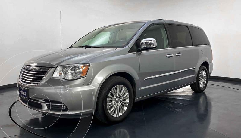Chrysler Town and Country Limited 3.6L usado (2014) color Plata precio $237,999