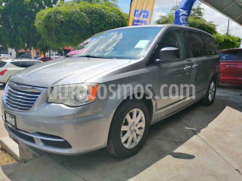 Chrysler Town and Country Li 3.6L usado (2015) color Plata precio $195,000