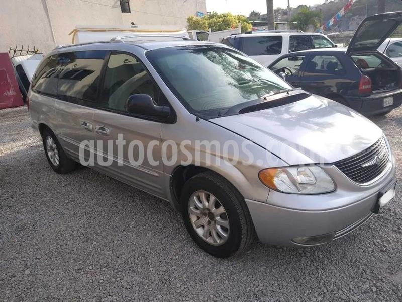 Chrysler Town and Country Limited 3.8L Aut usado (2001) color Plata precio $43,000
