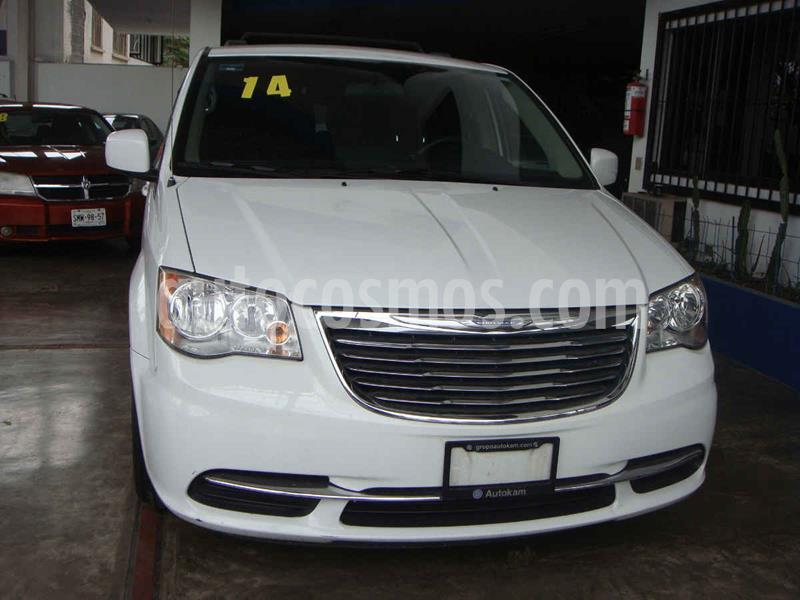 Chrysler Town and Country LX 3.6L usado (2014) color Blanco precio $210,000